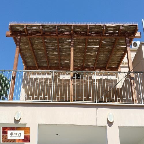 פרגולה גושנית כולל במבוק במרפסת בית