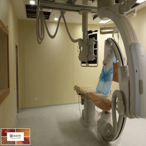 חיפוי קירות הגיינים פלאופאק בית חולים אנגלי